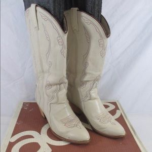 Acme Vintage- Women's White 8.5 Boots in box